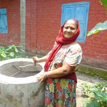 Nepal_Biogas_BefÅllen der Anlage_z
